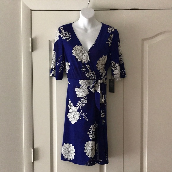 ee60f9e4e NWT Vince Camuto floral wrap dress